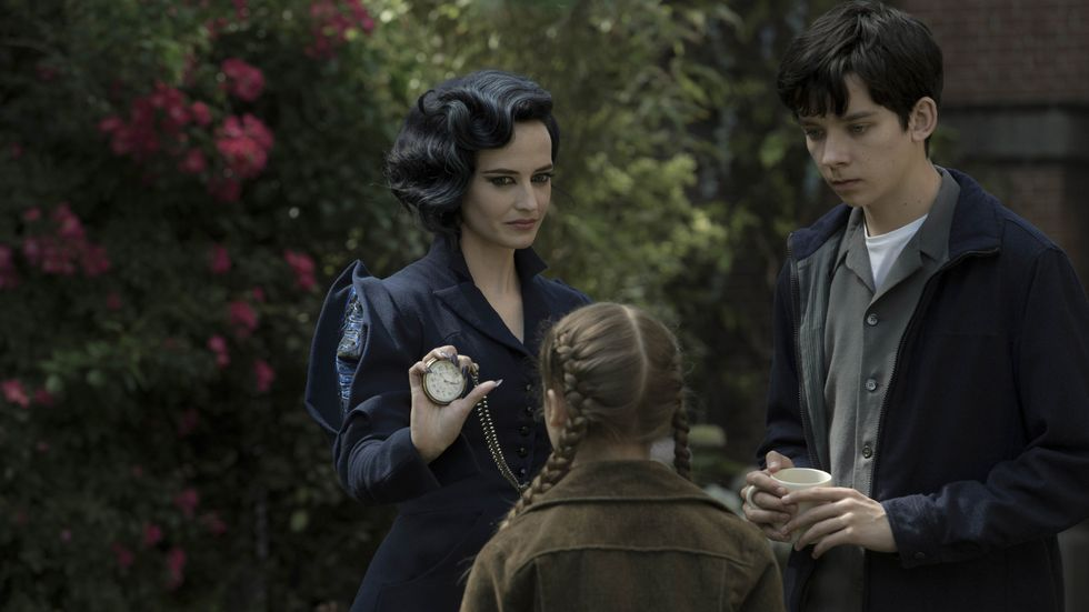 MYSTISK: Eva Green og Asa Butterfield imponerer i rollene som Miss Peregrine og Jacob i filmen «Miss Peregrines Home for Peculiar Children». Foto: 	Twentieth Century Fox Norway                       (Foto: Photo Credit: Jay Maidment)